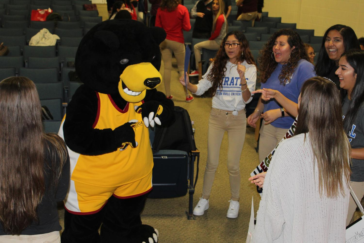 Fairfield%27s+mascot+dancing